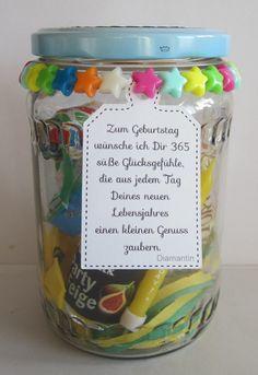 Es stand ein Geburtstag an  und es gab ein Geburtstags-Glas                Gefüllt mit Luftschlangen, Luftballon, Tröte, Geburtstagskuchen...