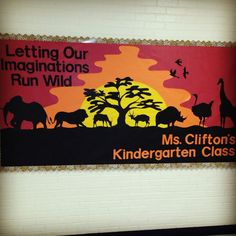 safari photo area (or a great classroom bulletin board) Jungle Classroom Door, Disney Classroom, Kindergarten Classroom, Preschool Bulletin, Montessori Classroom, Classroom Walls, School Displays, Classroom Displays, Classroom Themes