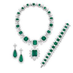 Elizabeth Taylor's Emerald and Diamond suite by Bulgari <3