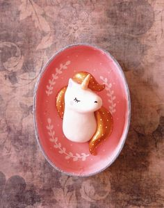 Super cute unicorn shadow box and clay art . Petit Cadre magique Ma Licorne oMamawolf -diorama Plus Polymer Clay Miniatures, Fimo Clay, Polymer Clay Charms, Clay Projects, Clay Crafts, Diy And Crafts, Ceramic Painting, Ceramic Art, Biscuit