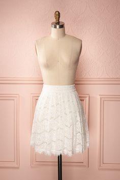 Erin Day ♥ La nuit, le jour, le noir, le blanc, la dentelle, les douceurs et cette jupe délicate. Night, day, black, day, lace, delicacies and this delicate skirt.