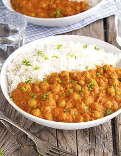 (Vegan) Easy Chickpea Tikka Masala--It& nice to puree the onion and spices and tomatoes before adding the chick peas. Also, a couple of T of sugar brings out the flavor. Indian Food Recipes, Whole Food Recipes, Vegetarian Recipes, Dinner Recipes, Cooking Recipes, Healthy Recipes, Cheap Recipes, Indian Food Vegetarian, Veggie Recipes Easy