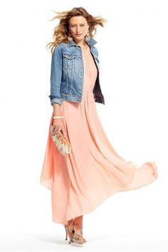 Love the peach color and clutch