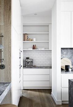 Modern Home Decor 11 Trends to Try in Your Next Kitchen Renovation.Modern Home Decor 11 Trends to Try in Your Next Kitchen Renovation Pantry Design, Kitchen Designs Layout, Kitchen Interior, Butler Pantry, Cool Kitchens, Kitchen Remodel, Kitchen Renovation, Best Kitchen Designs, Kitchen Layout