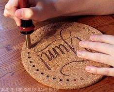 ikea hacks Learn how to make DIY burned IKEA cork trivets! Easily customize the inexpensive cork trivets from IKEA with any design using a basic wood burning tool! Wood Burning Tool, Wood Burning Crafts, Wood Burning Patterns, Wood Burning Projects, Diy Cork, Cork Crafts, Diy Projects To Try, Crafts To Make, Wood Projects