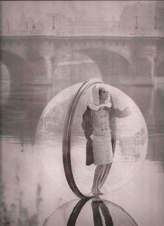 Melvin+Sokolsky+Bubble+Series+Harper%27s+Bazaar+March+1963.jpg 1,163×1,600 pixels