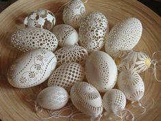 deko-ideen-für ausgeblasene-ostereier-weiß spitze