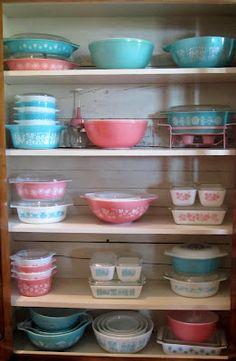 I can't seem to stop buying these vintage refrigerator dishes...Reminds me of my Grandma.   I am amassing a pretty good collection...Need more :)