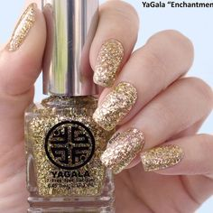 All That Glitters: 27 Gold Nails Designs To Try ★ See more: http://glaminati.com/gold-nails-designs/