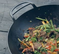 Discover amazing Asian flavours straight from your Weber barbecue with this Korean Wok recipe. Webber Bbq, Weber Barbecue, Wok Recipes, One Pot Dishes, Fresh Herbs, Food Hacks, Cooking Time, Stuffed Peppers, Dinner