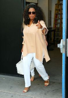 Fashion Tips for the Apple Shaped Body - Oprah Winfrey styles her apple shaped body well. Curvy Fashion, Plus Size Fashion, Girl Fashion, Fashion Outfits, Fashion Tips, Fashion 2017, Oprah Winfrey, Apple Body Shapes, Queen Latifah