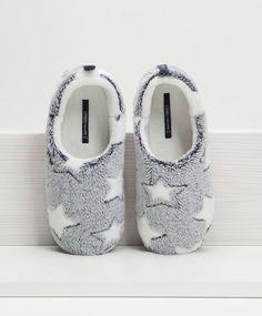Footwear – Sleepwear and homewear Spring Summer 2020 – Oysho Greece / Greece Cute Slippers, Baby Slippers, Slipper Socks, Sock Shoes, Cute Shoes, Me Too Shoes, Baby Shoes, Estilo Glamour, Bedroom Slippers