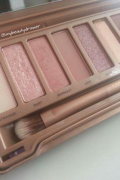 Urban Decay Naked 3 Palette  #makeup #motd #fotd #makeupmess #makeupporn #urbandecay #naked3 #eyeshadow #pink #palette #shimmer #matte #rosegold #closeup