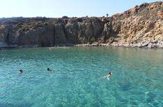 L'île de Milos, dans les Cyclades. Coins perdus, beauté brute. Plages paradisiaques.