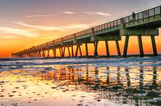 From the beach and Friendship Fountain to the great St. John's River, here are ten of the best things to do in Jacksonville FL on your next trip. Florida Travel, Florida Beaches, Sandy Beaches, Florida Wallpaper, Jacksonville Beach Florida, Florida Adventures, Clean Beach, Best Sunset, Palm Beach County