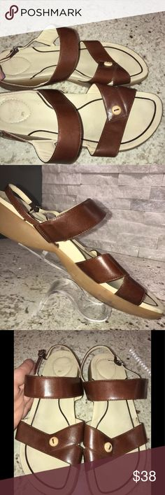 ⚡️💰FLASH SALE💰⚡️DANSKO SANDALS SZ 41! Excellent pre-owned condition! Normal Signs of wear. Please see photos.  Size 41 Dansko Brown leather strappy sandals.   Thanks for stopping by! Please follow me as I add new items regularly to my closet!   Make an offer or a bundle for additional savings! Dansko Shoes Sandals