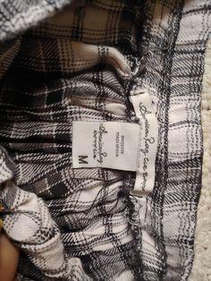 30d9e5b90ec40e American Rag black and white pleated skirt size M