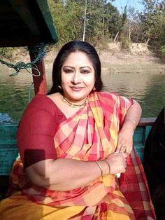 Indian Natural Beauty, Indian Beauty Saree, Asian Beauty, Best Portrait Photographers, Portrait Photography, Beautiful Housewife, Aunty In Saree, Beautiful Women Over 40, Beautiful Bollywood Actress
