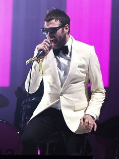 Tom Meighan of Kasabian... quintessential perfect rock band front man. Love his style!