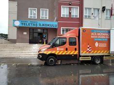 İstanbul başta olmak üzere Türkiye'nin kuzey ve batı bölgeleri Pazar akşam saatlerinden itibaren Balkanlar üzerinden gelen soğuk hava ile Akdeniz üzerinden gelen yağışlı havanın etkisi altına girdi. Ümraniye Belediyesine bağlı ekipler de ilçede oluşabilecek tüm olumsuzluklara karşın 7/24 teyakkuza geçti. Istanbul, Maine, Vehicles, Car, Vehicle, Tools