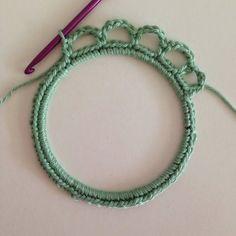 Etape 3 pour réaliser un cadre en crochet à partir d'un cercle d'abat jour.