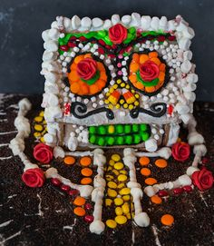 Day-of-the-Dead-House-Jackie-Alpers Halloween gingerbread house