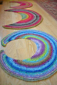 Susan B. Anderson Silk Moon Shawlette http://www.ravelry.com/patterns/library/silk-moon-crescent-shawlette