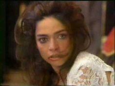 A próxima Vítima (1995) - Diego espanca Isabela no dia do casamento