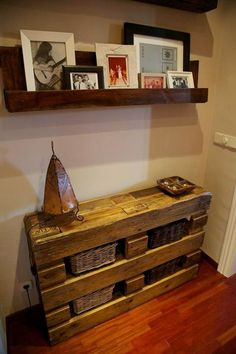 Mueble recibidor hecho con madera de palet / Entrance furniture made with pallet wood Recycled Pallets, Recycled Wood, Wooden Pallets, Pallet Wood, Wood Pallet Furniture, Diy Furniture, Pallet Side Table, Pallet Creations, Pallet Shelves