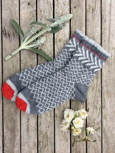 Ravelry: Rote Nase, rote Zehen, knitting for beginners knitting ideas knitting patterns knitting projects knitting sweater Crochet Socks, Knitting Socks, Hand Knitting, Knit Crochet, Knitted Slippers, Knit Socks, Knitting Machine, Vintage Knitting, Crochet Granny