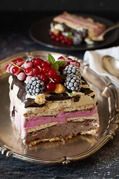 Inghetata casata Casata Cake, French Deserts, Romanian Desserts, Something Sweet, Parfait, Ice Cream, Cream Cake, Cake Recipes, Sweet Treats