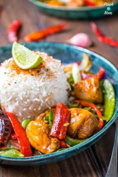 We recently went to Wagamama for a bit of a treat, and we LOVED the Firecracker chicken they had on the menu. So we've made a slimming friendly version! Family Meals, Kids Meals, Easy Meals, Easy Cooking, Cooking Recipes, Dirty Fries, Firecracker Chicken, Vegetarian Recipes, Healthy Recipes