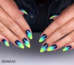 Gradient Nails Art Tutorial: How to Do Gradient Glitter Nails Gradient Nails, Cute Acrylic Nails, Stiletto Nails, Funky Nails, Love Nails, Nail Manicure, Diy Nails, Gorgeous Nails, Pretty Nails