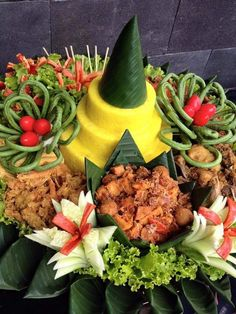 The Best >> Delicious Tumpeng Rice for Special Days Rice cone is interesting for everyone because of its bright yellow color . Rice Recipes, Asian Recipes, Beef Recipes, Whole Food Recipes, Baby Led Weaning, Beef Tagine, Cooking With Coconut Milk, Healthy Toddler Snacks, Fried Beef