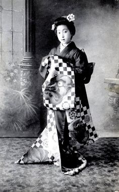 "Photo taken in 1905, Japan.  ""A Maiko (Apprentice Geisha) from Osaka wearing a beautiful Hikizuri (trailing kimono), decorated with an O-Bes..."