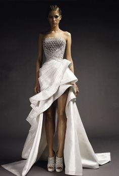 Beautiful Versace gown. This is so strange, I have to love it.