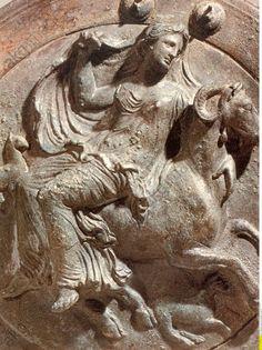 Aphrodite chevauchant une chèvre - Environ 450 avant notre ère - Aphrodite (en grec ancien Ἀφροδίτη / Aphrodítê) est la déesse de l'amour et de la sexualité. Les Romains l'assimilèrent à Vénus.