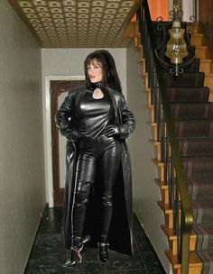 Lederlady ❤ I love this shot ! Sexy Outfits, Sexy Dresses, Leather Catsuit, Long Leather Coat, Leather Dresses, Leather Outfits, Sexy Boots, High Boots, Sexy Latex
