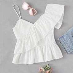 To find out about the Ruffle Trim Asymmetrical Shoulder Top at SHEIN, part of our latest Women Tops ready to shop online today! Look Star, Latest Fashion For Women, Womens Fashion, Fashion Fashion, Fashion Online, Fashion Ideas, Vintage Fashion, Vetement Fashion, Cami Tops