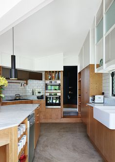 Modern timber house kitchen with tiles, custom oak veneer cabinetry