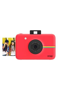 The classic Polaroid picture experience with a modern twist. Take pictures the easy way with this slim little digital camera featuring an on-board Zink Zero Ink printer to deliver instant results without any need for a computer or ink cartridges.