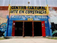O Instituto Pombas Urbanas promove na Cidade Tradente, zona leste, ações que possibilitam aos moradores acesso a cultura e a formações em teatro.