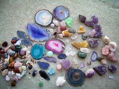 Los amuletos y talismanes realizados con cristales y piedras son excelentes para un sinfín de propósitos, desde la protección personal, la sanación, la lim
