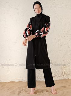 The perfect addition to any Muslimah outfit, shop Mayo Bella's stylish Muslim fashion Black - Plaid - Fully Covered Swimsuits. Find more Fully Covered Swimsuits at Modanisa! Black Swimsuit, Muslim Fashion, Black Plaid, Swimsuits, Swimwear, Online Purchase, Tartan, Stylish, Outfit Shop