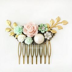 Blush Pink Mint Green Wedding Flower Comb with accents of gold. This is a dainty bridal hair slide, which is also a lovely bridesmaid gift.Total length: 7cm.