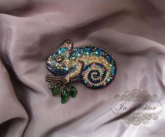 VK is the largest European social network with more than 100 million active users. Seed Bead Jewelry, Bead Jewellery, Beaded Jewelry, Bead Embroidery Jewelry, Beaded Embroidery, Brooches Handmade, Handmade Jewelry, Do It Yourself Jewelry, Lesage