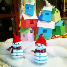 Oggi la #giornata è lunga e per rilassarci abbiamo deciso di andare in #montagna sulla #neve. E per fare i #pupazzi di neve ho usato dei #calzini di quando i miei figli erano piccoli ( della serie #riciclo e #handmade) e poi la bellezza di quelle casine arroccate coi loro colori vivaci, un #arcobaleno in mezzo alla neve, sciarpine di nastrini, cappelli di calze dismesse. Devo confessarvi  che mi sono divertita un sacco, stanca ma  #felice.