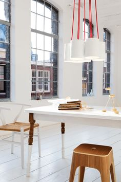 = red, white and neutral = leitmotiv   Work space.