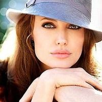 Great, great look of Angelina Jolie.