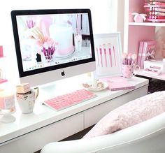 *PINK HOME OFFICE* (Girly & Inpiring.) - Dreaming of this pink white office. Such great inspiration for a renovation! Cores Home Office, Home Office Colors, Home Office Space, Desk Space, Home Office Decor, Pink Office Decor, Study Space, Office Spaces, Kid Spaces